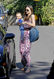 Miranda Kerr flawlessly accessorized her feminine maxi dress with a blue leather tote.