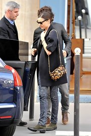 Miranda Kerr paired her wool overcoat with a leopard print shoulder bag.