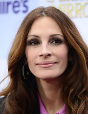 Julia Roberts wore rich chocolate and neutral taupe shades of shadow at the world premiere of 'Mirror Mirror.'