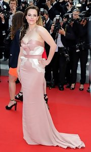 Emily Hampshire was the picture of romance in this petal pink gown with lace detailing.