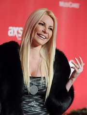Crystal Harris accessorized with an oversized pendant necklace at the 2013 MusiCares Person of the Year Tribute.