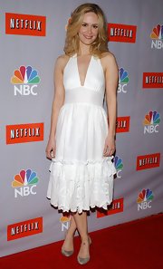 Sarah Paulson paired a Marilyn Monroe style dress with low silver pumps.