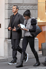 Naomi walked with her hunky boyfriend while donning a coveted quilted leather shoulder bag.