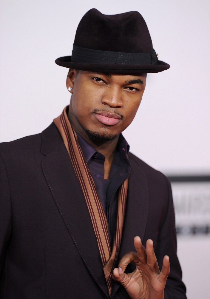 1915a8a1415 Ne-Yo matched his chocolate velvety fedora to a sleek suit.