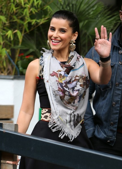 Nelly Furtado Patterned Scarf