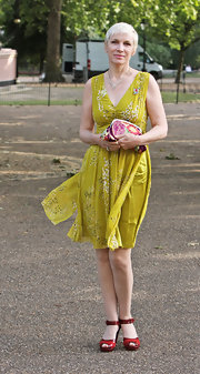 Annie's apple-green print dress was simply classy and summery!
