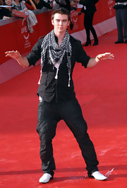 Cameron Bright's black cargo pants at the 'New Moon' premiere looked cool, albeit dangerously low-slung.