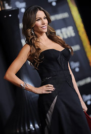 Sofia Vergara wore a Jake the Snake diamond cuff bracelet made of 14-carats of black, white and cognac diamonds along with 29-carat Briolette diamond earrings at the premiere of 'New Year's Eve.'