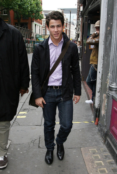 Nick looked polished in a casual-chic ensemble and a softly-waved hairstyle.