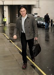 Olly Murs looked a little old-school in this gray tweed jacket as he arrived at the BBC Radio building.