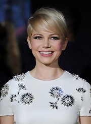 Michelle Williams' grown-out pixie looked super-sophisticated at the 'Oz' World Premiere.