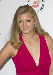 Petra slightly curled the ends of her blond hair for this elegant evening look.
