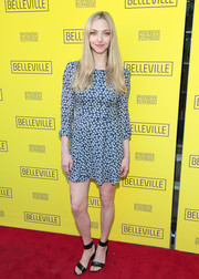 Amanda Seyfried paired her dress with black broad-strap sandals.