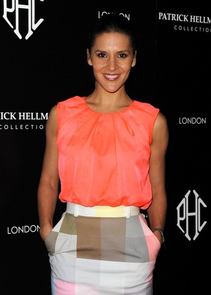 More Pics of Amanda Byram Loose Blouse (2 of 2) - Tops Lookbook - StyleBistro
