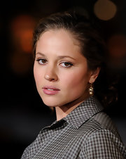Margarita Levieva kept her look classic in a pair of dangling pearl earrings at the LA premiere of 'Paul.'