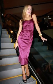 Paula Labaredas was radiant in this purple tea-length cocktail dress.