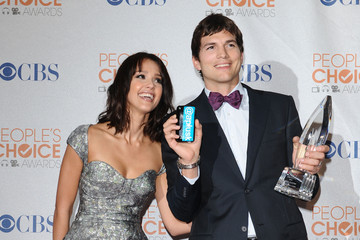 Jessica Alba Ashton Kutcher People's Choice Awards 2010 - Press Room