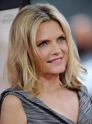 Michelle Pfeiffer sported a just-got-out-of-bed 'do at the premiere of 'People Like Us.'