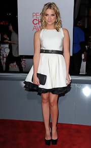 Ashley Benson's picture perfect People's Choice Award look was made all the better by a sleek black box clutch.