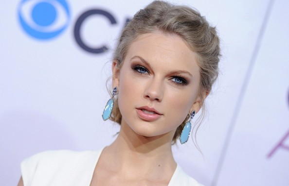 More Pics of Taylor Swift Dangling Gemstone Earrings (6 of 17) - Taylor Swift Lookbook - StyleBistro