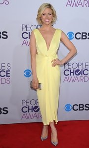 Brittany wore this sweetly elegant pale yellow cocktail dress for the People's Choice Awards.