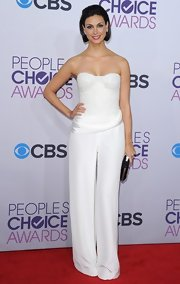 Morena was the edgiest of the night in this strapless stone-encrusted white jumpsuit at the People's Choice Awards.