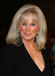 Linda Evans sported her iconic mid-length bob and wispy bangs at the People's Choice Awards.