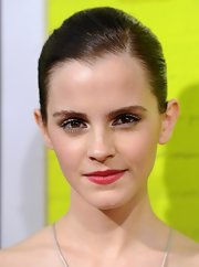 Emma painted her lips a pretty red to add color to her neutral outfit.