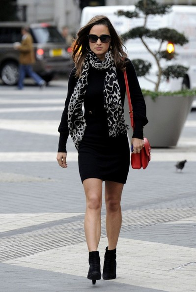 More Pics of Pippa Middleton Patterned Scarf (1 of 7) - Pippa Middleton Lookbook - StyleBistro