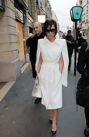 Victoria looked unbelievably chic in a pristine white Fall 2009 wool coat with slitted sleeves and a tied waist.
