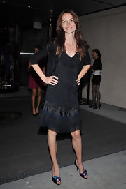 The flower embellishment on Saffron Burrows' peep-toe pumps was downright charming.