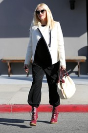 Gwen Stefani topped off her outfit with a white canvas tote with woven red handles.