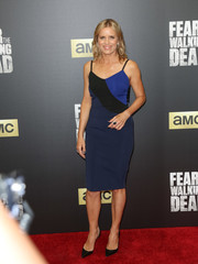 Kim Dickens chose a curve-hugging tricolor slip dress for the 'Fear the Walking Dead' season 2 premiere.