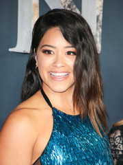 Gina Rodriguez styled her hair with barely-there waves for the premiere of 'Annihilation.'