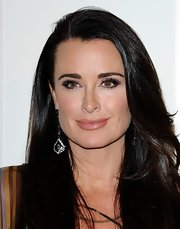 Kyle Richards wore a pale pearly beige-pink lipstick at the QVC Red Carpet Style event.