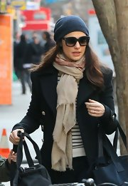 Rachel Weisz bundled up in a navy beanie for her trendy but casual winter look.