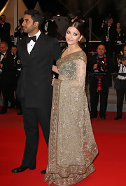 Abhishek Bachchan looked classy in a double-breasted black tux at the premiere of 'Raavan.'