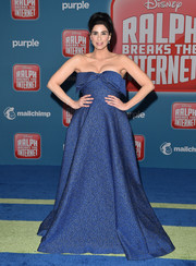 Sarah Silverman got majorly glam in a strapless blue ball gown by Lela Rose for the premiere of 'Ralph Breaks the Internet.'