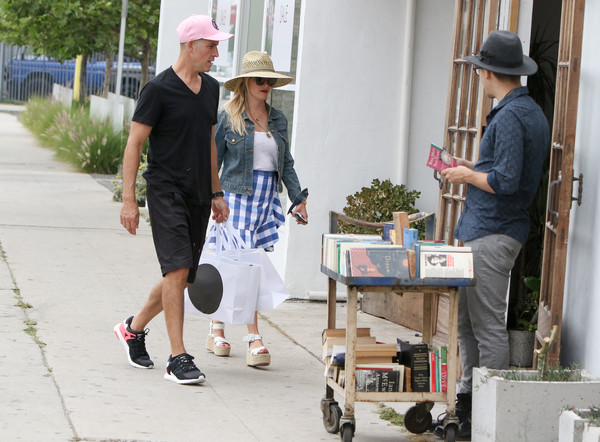 More Pics of Reese Witherspoon Straw Hat (1 of 11) - Reese Witherspoon Lookbook - StyleBistro