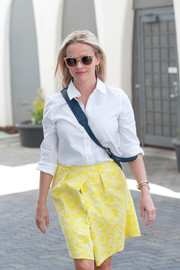 Reese Witherspoon headed out on a sunny day wearing a pair of tan wayfarers.