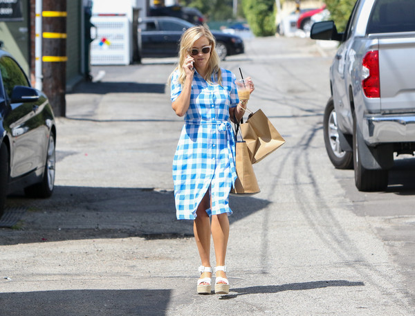 More Pics of Reese Witherspoon Shirtdress (1 of 45) - Reese Witherspoon Lookbook - StyleBistro []