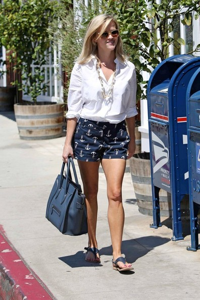 More Pics of Reese Witherspoon Button Down Shirt (7 of 14) - Reese Witherspoon Lookbook - StyleBistro