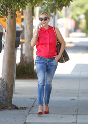 Reese Witherspoon was summer cool in cateye sunnies and a sleeveless red blouse.