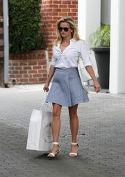 Reese Witherspoon chose simple white ankle-cuff sandals to complete her attire.