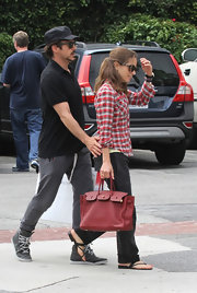 Susan Downey finished off her casual shopping ensemble in luxe style with a red Birkin.