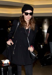 Rooney Mara looked cute wearing these cateye sunnies while catching a flight.
