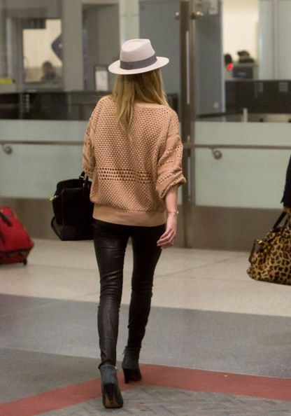 More Pics of Rosie Huntington-Whiteley Crewneck Sweater (1 of 12) - Rosie Huntington-Whiteley Lookbook - StyleBistro