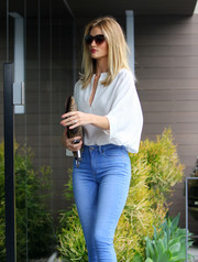 Rosie Huntington-Whiteley headed to her office looking casual-chic in a white Jenni Kayne tunic.