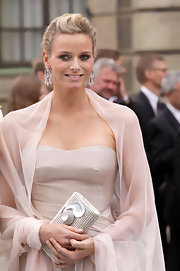 Charlene accessorized her blush evening gown with dazzling diamond chandelier earrings.