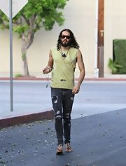 Russell Brand showed off his rocker physique in an ultra-shredded pair of skinnies.